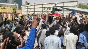 Sudanese protesters chant slogans as they rally for a fifth day in front of the military headquarters in the capital Khartoum on 10 April 2019.