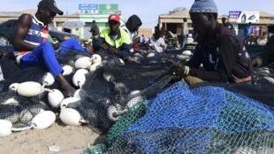 Des pêcheurs mauritaniens à Nouakchott, en janvier 2019.