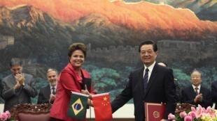 Encontro de Dilma Rousseff com o presidente chinês, Hu Jintao, foi o ponto alto da passagem da líder brasileira por Pequim.
