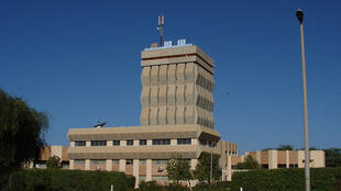La tour de l'université Gaston Berger. L'université se trouve à une dizaine de kilomètres de Saint-Louis.