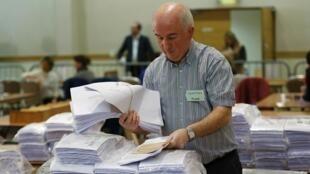 Un bureau de vote à Dundalk, en Irlande, lors du deuxième jour de scrutin des élections législatives, le 28 février 2016.