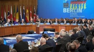 Зал заседания берлинской конференции НАТО по Ливии. 14/04/2011