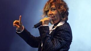 Ana Torroja, la ex vocalista del grupo Mecano, en Lima, Perú, 2003.