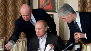 «Повар Путина» Евгений Пригожин (слева). Архив. Ноябрь 2011 г.
