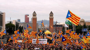 Separatistas vão às ruas em Barcelona, Catalunha.