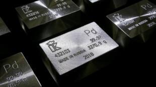 Lingot de palladium pur à 99.98 and 99.97%.