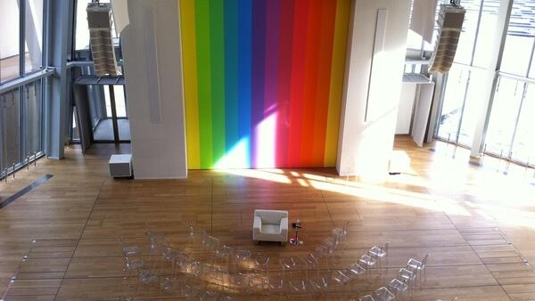 凱利為法國路易威登基金會禮堂做的光譜VIII.2014年
