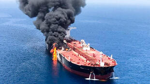 Um dos navios atacados hoje por torpedos de origem desconhecida no Golfo de Omã.