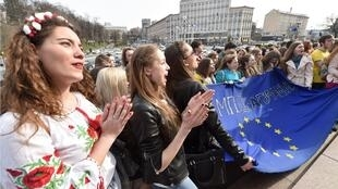Pro-EU Ukrainian students demonstrated in Kiev on the day of last year's referendum in the Netherlands on the EU-Ukraine association agreement.