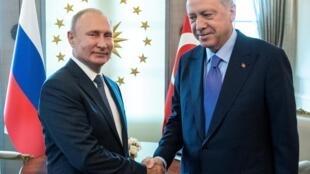 Tổng thống Thổ Nhĩ Kỳ Recep Tayyip Erdogan (P) tiếp đồng nhiệm Nga Vladimir Putin, ở Ankara, ngày 16/09/2019