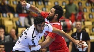 L'Égyptien Yahia Omar (blanc) et le Tunisien Marouane Chouiref, ici lors du dernier Mondial, devraient se retrouver pour un nouveau duel en Championnat d'Afrique.