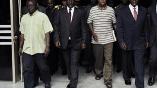 Presidente Interino da Guiné-Bissau, Raimundo Pereira e o  Primeiro- Ministro Carlos GomesJunior à chegada a  Abidjan, Costa do Marfim