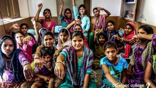 Alunas do Barefoot College, no norte da Índia, que promove formação de mulheres.