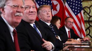 """Cố vấn an ninh quốc gia Mỹ John Bolton (T) và ngoại trưởng Mike Pompeo, hai """"thầy dùi"""" ở Nhà Trắng?"""
