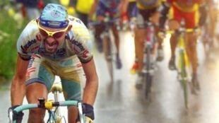 L'attaque foudroyante de Marco Pantani dans le col du Galibier lors de la 15e étape du Tour de France 98, le 27 juillet.