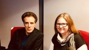 Les écrivains Pierre Bayard et Anne Martinetti en studio à RFI (janvier 2019).