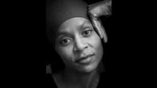 Photographie portrait de l'écrivaine et réalisatrice Fabienne Kanor.