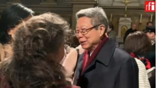 演唱會之後郟國慶先生接受聽眾的致賀 巴黎 2019 1