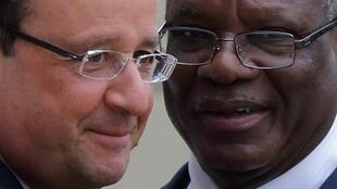 French President François Holland with Mali's Ibrahim Boubacar Keïta at the Elysée Palace