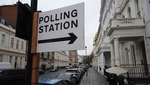 Board pointing at the polling station inside the four star Mornington Hotel in London