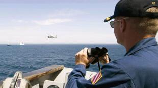Surveillance au large des côtes somaliennes. Ici, un bateau de guerre américain.