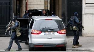 Chegada de Salah Abdeslam ao Palácio da Justiça de Paris.