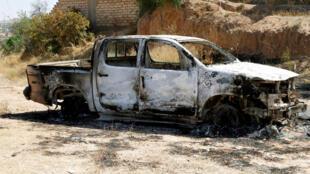 Véhicule brûlé appartenant aux forces du général Khalifa Haftar à Gharyan, au sud de Tripoli, en Libye, le 27 juin 2019. (Image d'illustration)