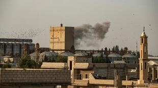 Bombardement de l'armée turque sur la ville syrienne de Ras al-Ain contrôlée par les milices kurdes, dans le nord-est du pays, le 9 octobre.