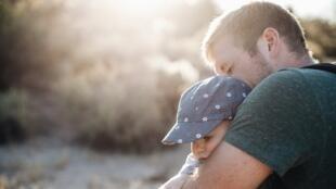 Un père et son fils.