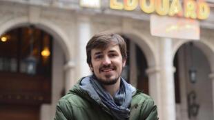 O espanhol Iker foi a Paris atraído pela vida cultural.