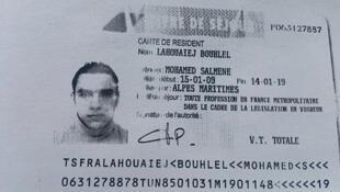 """Mohamed Lahouaiej-Bouhlel được Daech nhận là một trong những """"chiến sĩ của Nhà Nước Hồi Giáo"""". Ảnh chụp thẻ cư trú 10 năm của thủ phạm."""