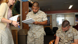 Soldiers sign up for a program providing veterans with federal civil service jobs.