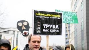 Целью юбилейного «Чернобыльского шляха» стало начало кампании против строительства АЭС в Островце, Минск, 26 апреля 2016.