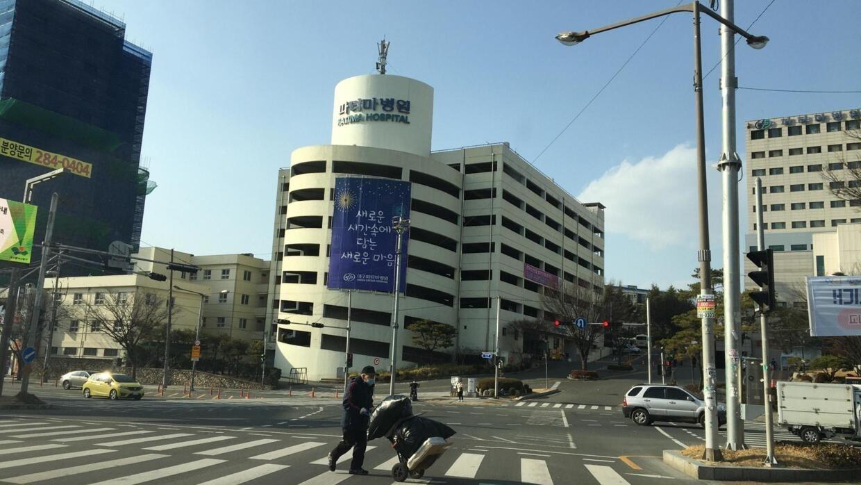 Đường phố Daegu, thành phố lớn thứ 4 của Hàn Quốc, vắng vẻ vì dịch Covid-19. Ảnh chụp ngày 23/02/2020.