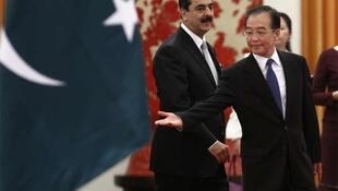 Pakistani Prime Minister Yousuf Raza Gilani (L) with China's Premier Wen Jiabao on a visit to Beijing Wednesday