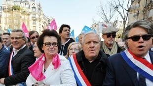 Christine Boutin (C), with far-right MP Gilbert Collard (R), demonstrates against gay marriage
