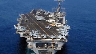 La France a engagé lundi son porte-avions «Charles-de-Gaulle» dans les opérations de la coalition internationale contre le groupe Etat islamique (EI).