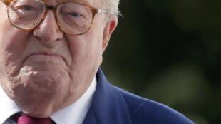 Jean-Marie Le Pen depois de reunião da Frente Nacional que decidiu pela sua expulsão, em 20 de agosto de 2015.