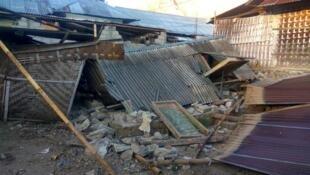 В результате землетрясения на острове Ламбок погиб по меньшей мере 91 человек