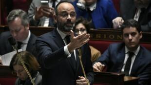 El primer ministro Edouard Philippe dijo que no lo asustaba el 'campo de ruinas' que le vaticinó la oposición.