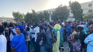 Les manifestants venus soutenir Guy Marius Sagna vendredi 28 février à Dakar demandent aussi la baisse du prix de l'électricité.