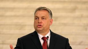 Thủ tướng Hungary Victor Orban trong một buổi họp báo chung với đồng nhiệm Bulgary Borissov tại Sofia.