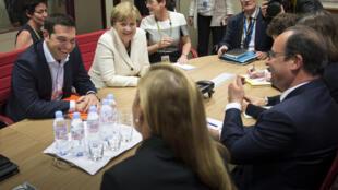 Alexis Tsipras, Angela Merkel et François Hollande, lors d'une rencontre à Bruxelles, le 10 juin dernier, en marge du sommet UE-CELAC.