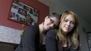 Frenchwoman Lise (L) and her Polish girlfriend Agnieszka