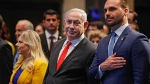 O premiê Benjamin Netanyahu e o deputado federal Eduardo Bolsonaro (PSL-SP), presidente da Comissão de Relações Exteriores e Defesa Nacional da Câmara, durante inauguração de escritório comercial brasileiro em Jerusalém, em 15 de dezembro de 2019.