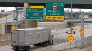 خروجی دیترویت به طرف مرز کانادا