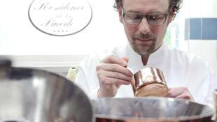 Arnaud Donckele dẫn đầu trên danh sách 100 đầu bếp quốc tế