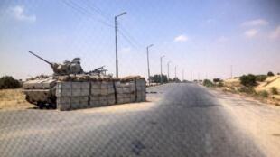 Um check-point do exército em al-Arich, norte do Sinai.