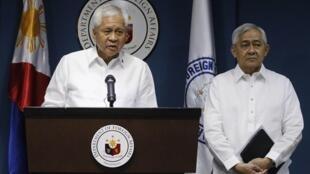 Ngoại trưởng Albert del Rosario : Philippines không thụ động trước hành động lấn chiếm của Trung Quốc - REUTERS /Romeo Ranoco
