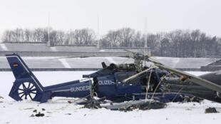 Dois helicópteros da polícia se chocaram sobre um estádio em Berlim nesta quinta-feira, 21 de março de 2013.